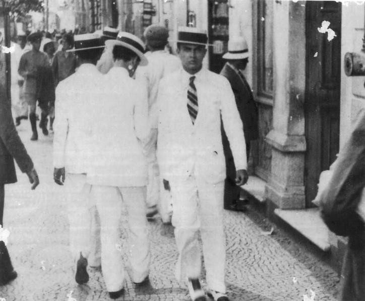 Diégues Júnior em flagrante quando cursava o primeiro ano na Faculdade de Direito do Recife (1931). FONTE: Arquivo Família Manuel Diégues Júnior (RJ)
