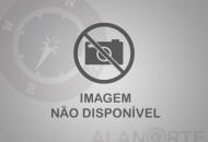 Uau! Aos 40, Ticiane Pinheiro ostenta cinturinha em praia da Bahia